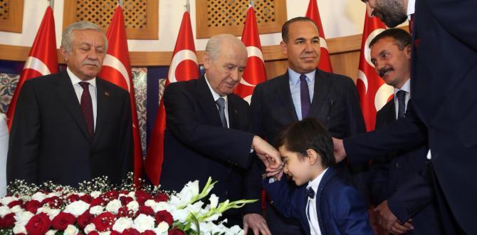 """BAHÇELİ 'DEN ADANA'YA BAYRAM HEDİYESİ: """"SÖZLÜ İLE YOLA DEVAM"""""""
